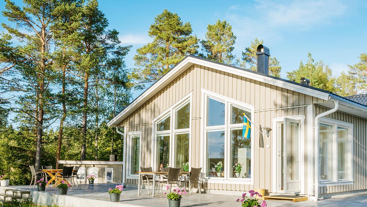 Svart PLEGEL på villa i Luleå